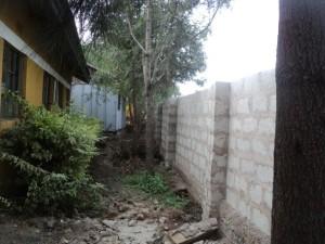 Baufortschritt der Mauer um Yakini